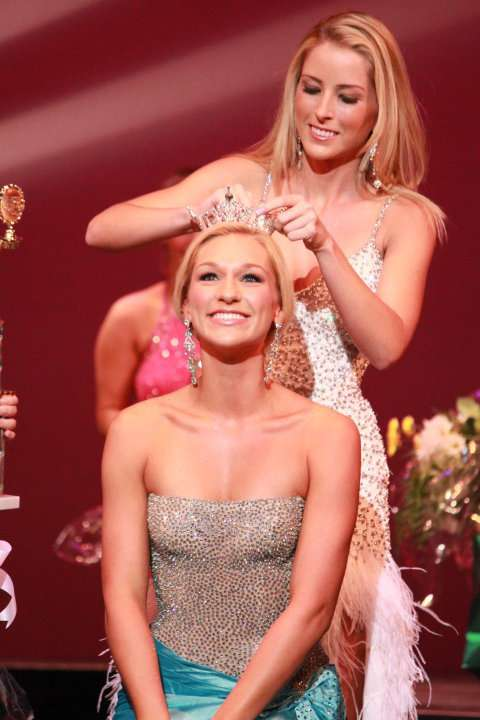Jessica Wittenbrink is crowned the new Miss Palm Beach County.