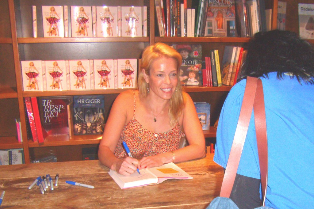 Chelsea Handler Signing Autographs in Coral Gables. Photo: Marla E. Schwartz