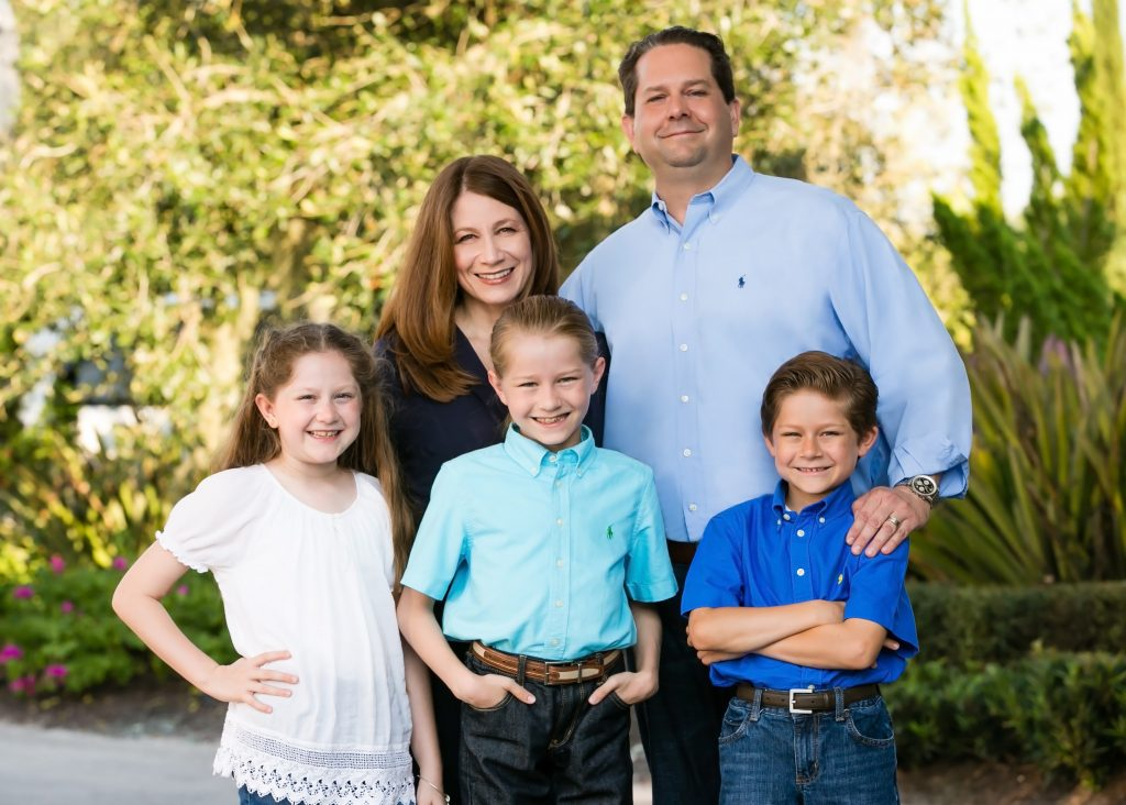 co-chairs_kai-li-fouts-and-chris-jette-with-children-cerys-kale-cade_l