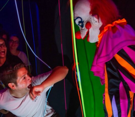 Killer Klowns at HHN 2019 on AroundWellington