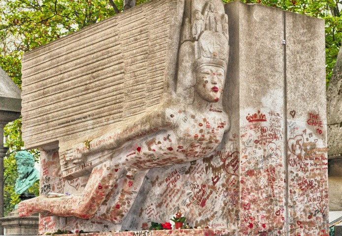 Oscar Wilde's tomb in places to kiss on Travel with Terri